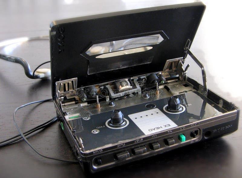 Vieux lecteur de cassettes de Sony Walkman avec le couvercle ouvert photo libre de droits