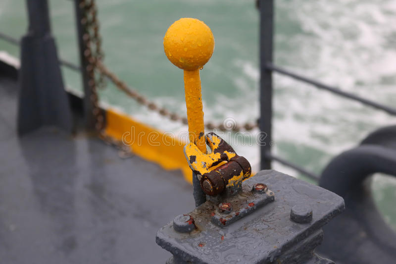 Vieux levier hydraulique sur le ferry-boat photos libres de droits