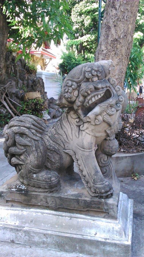 Vieux lion en pierre photos libres de droits