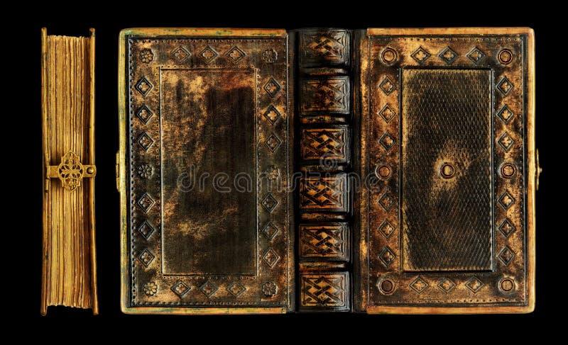 Vieux livre en cuir noir avec la finition en laiton de cadre, de fermoir et d'or au-dessus du cuir photographie stock libre de droits