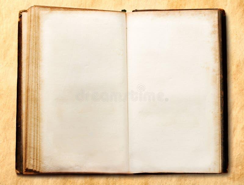 Vieux livre vide ouvert photo stock
