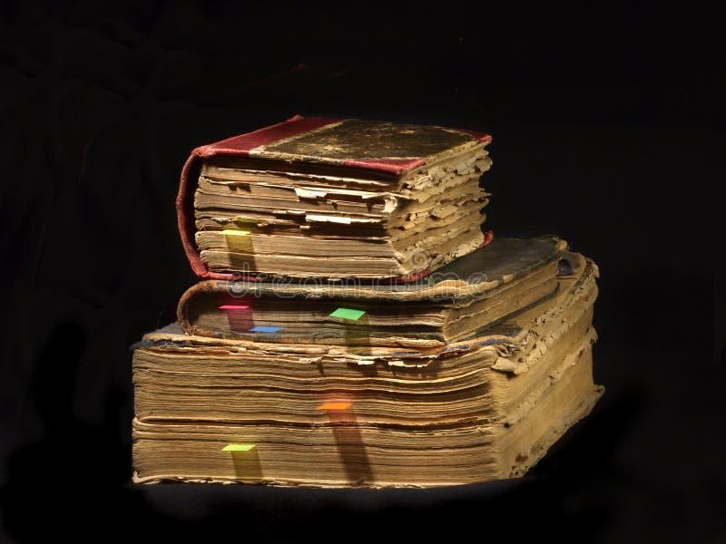 Vieux livres avec des repères photographie stock