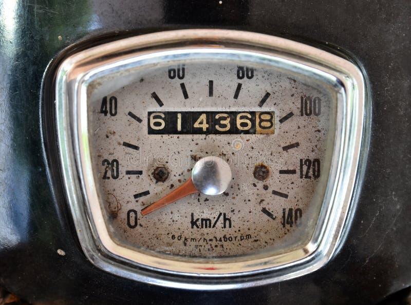 Vieux mètre de vitesse de moto photo stock