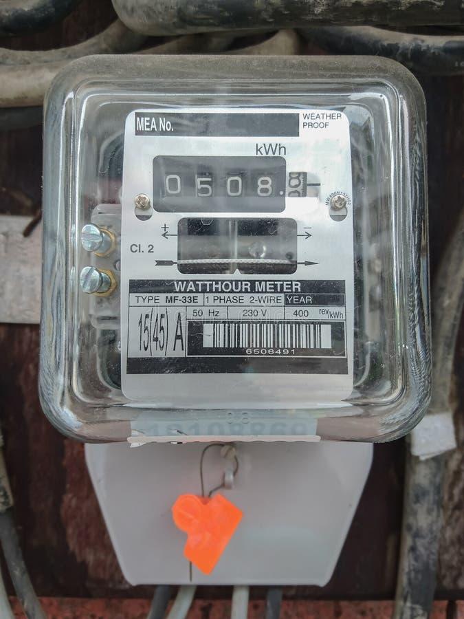 Vieux mètre de watt-heure photo libre de droits