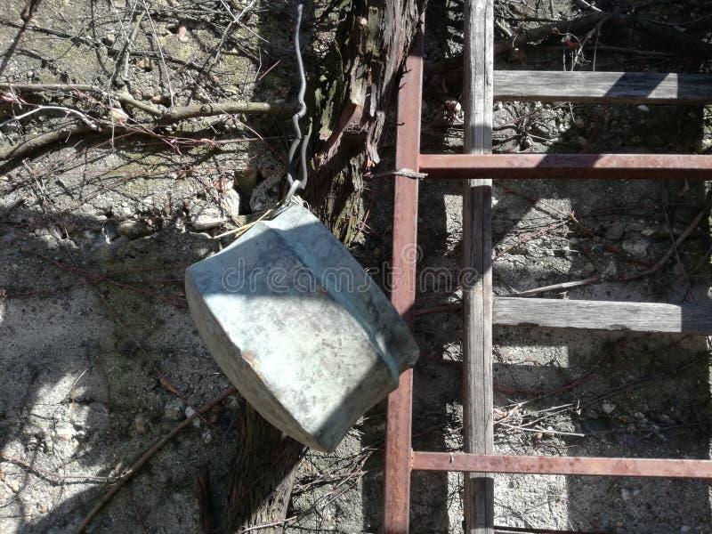 Vieux métal gris faisant cuire le pot photographie stock libre de droits