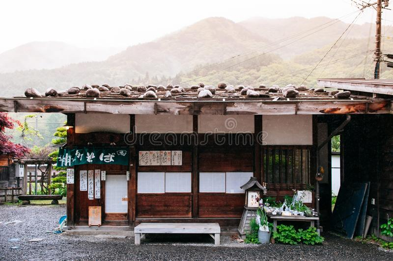 Vieux magasin en bois de la maison Saba d'Edo de ville de poteau de Narai Narai-Juku o photo libre de droits