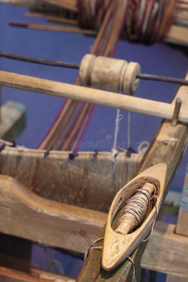 Vieux manche de tissage en bois images libres de droits