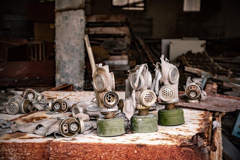 Vieux masque de gaz dans le règlement, zone d'exclusion de Chernobyl Ukraine images libres de droits
