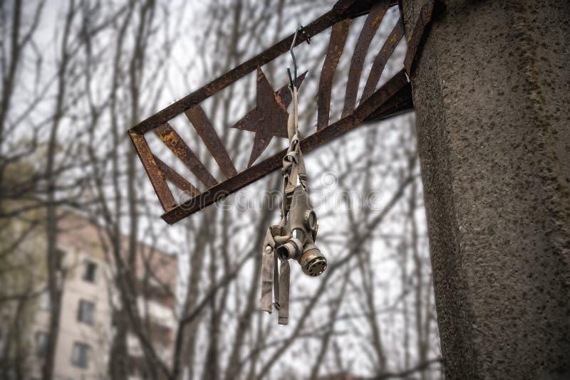 Vieux masque de gaz dans le règlement, zone d'exclusion de Chernobyl Ukraine photos libres de droits