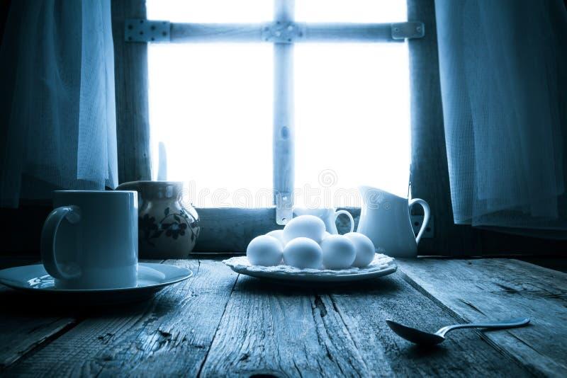 Vieux matin rural de cottage de table de cuisine photographie stock
