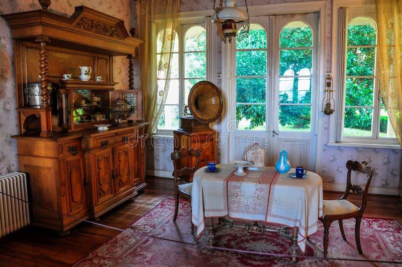 Vieux meubles au musée allemand historique de Valdivia, Chili photographie stock libre de droits