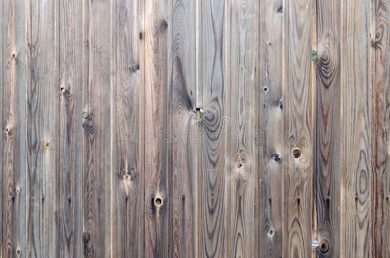 Vieux modèle en bois brun foncé grunge de panneau avec la belle texture abstraite de surface de grain, le fond rayé vertical ou l photos libres de droits