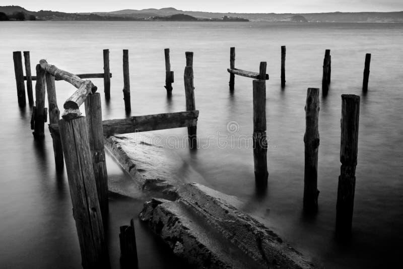 Vieux monument de lac image libre de droits