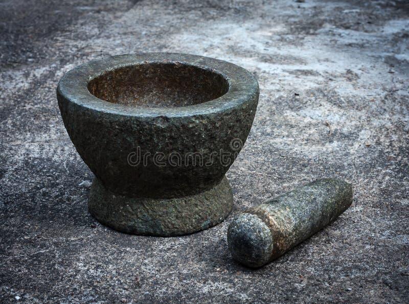Vieux mortier de granit avec le pilon photo stock
