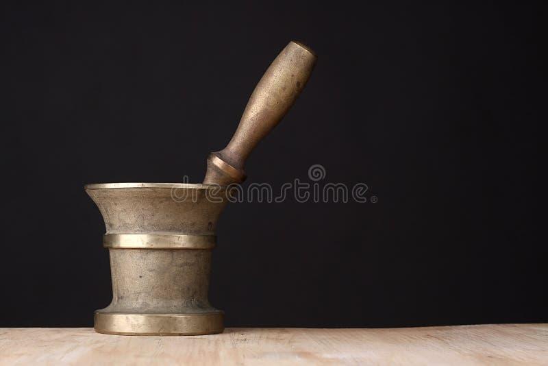 Vieux mortier en laiton images libres de droits