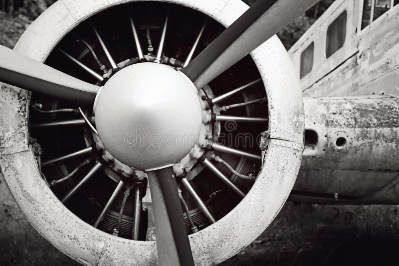 Vieux moteur et perpeller d'avion photographie stock libre de droits