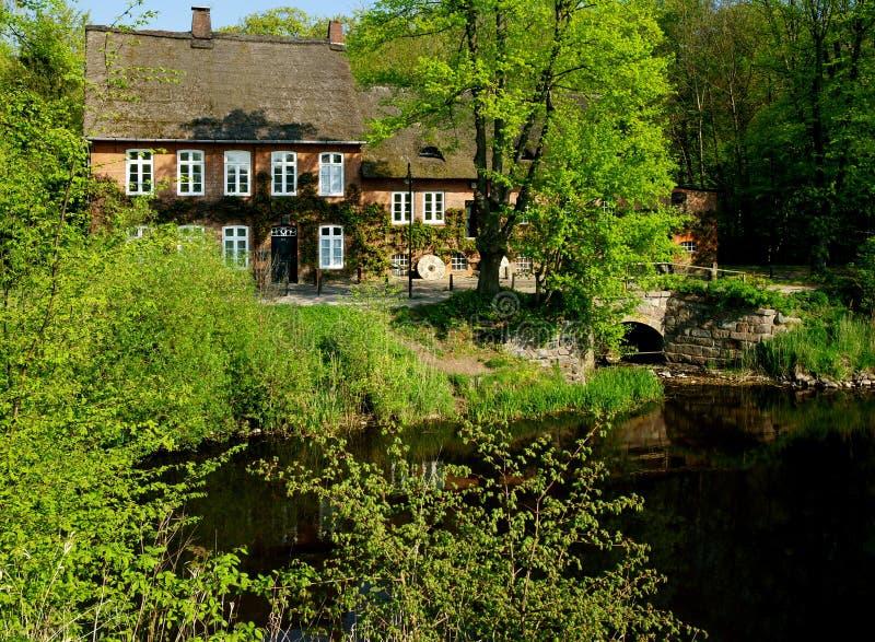 Vieux moulin à eau images stock