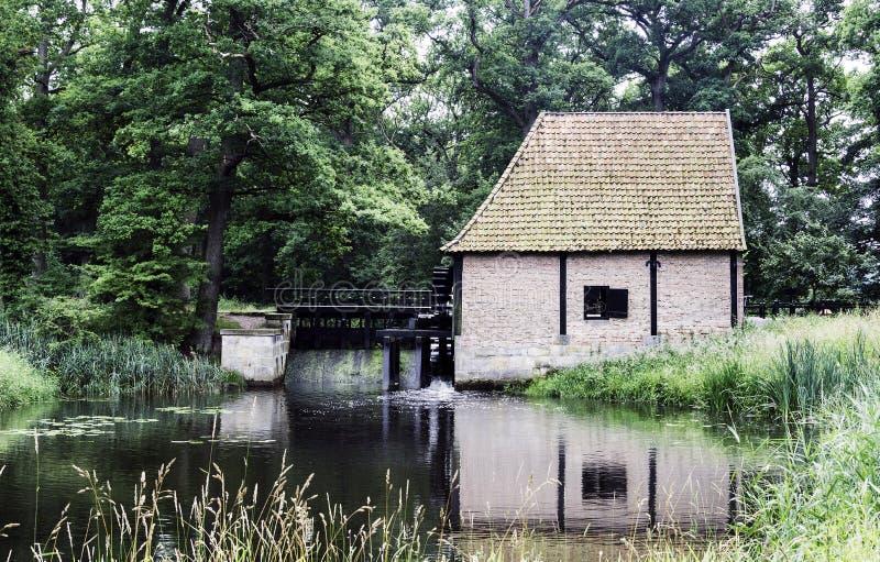 Vieux moulin à eau en Hollande image stock
