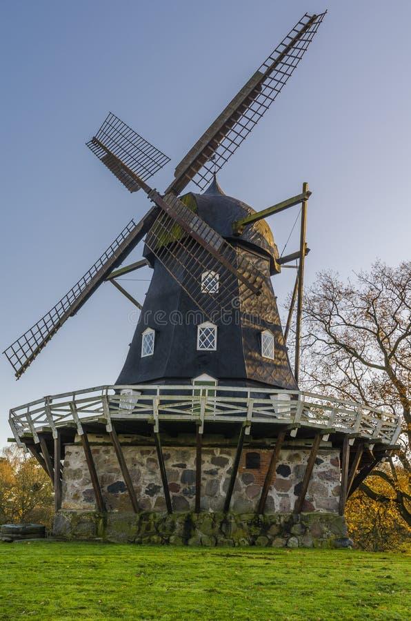 Vieux moulin à vent photo stock