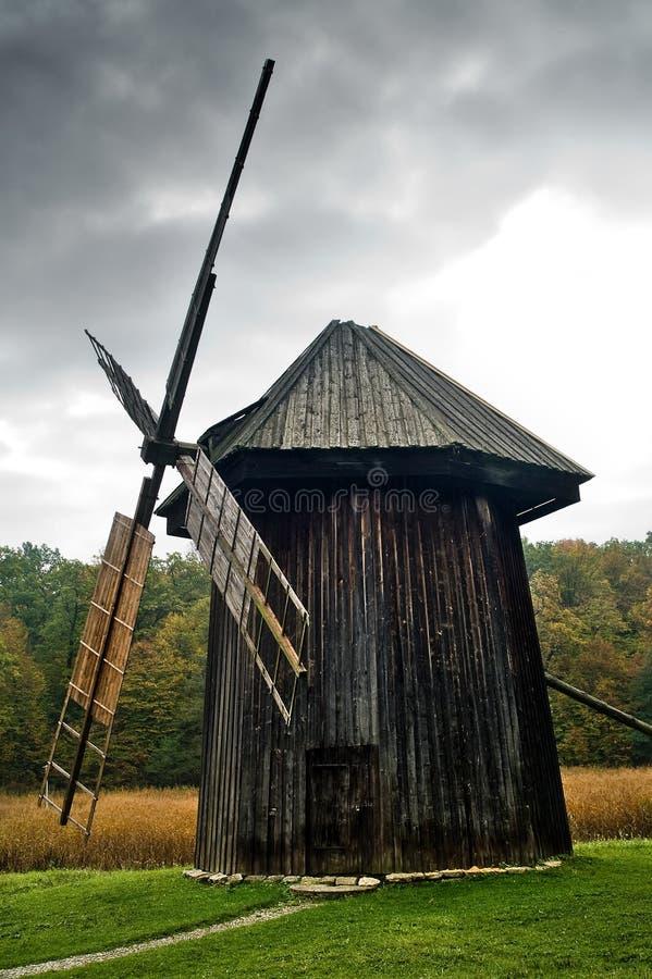 vieux moulin à vent photos stock