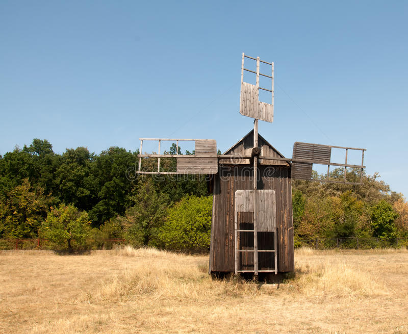 Vieux moulin à vent dans le musée de Pirogovo photographie stock libre de droits