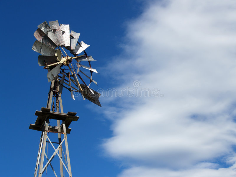 vieux moulin à vent de ferme photographie stock