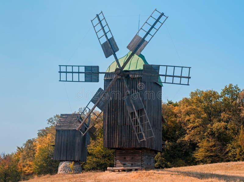 Vieux moulin à vent en parc, Kiev photos libres de droits