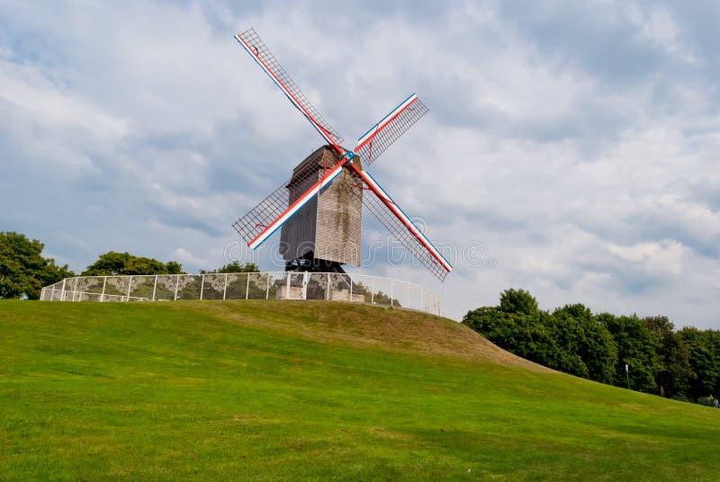 Vieux moulin à vent initial à Bruges photos libres de droits