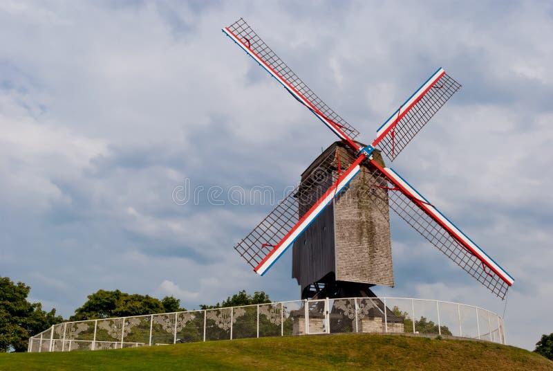 Vieux moulin à vent initial à Bruges, Belgique images libres de droits