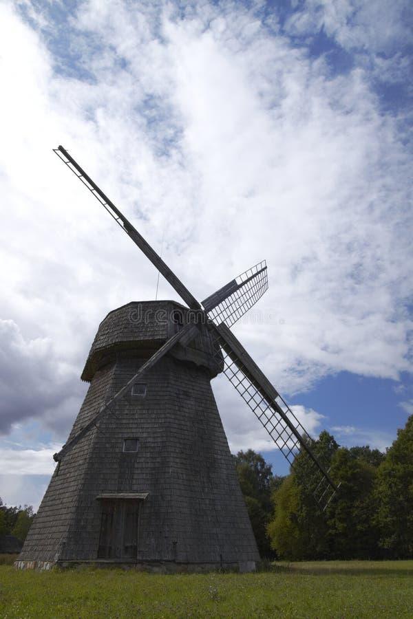 Vieux moulin à vent lithuanien photo stock