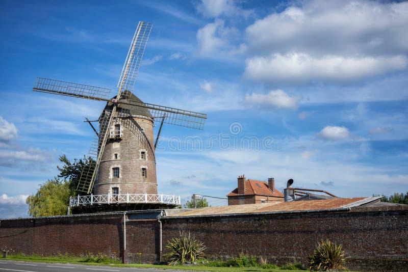 Vieux moulin à vent près de St Omer Pas De Calais france photographie stock libre de droits