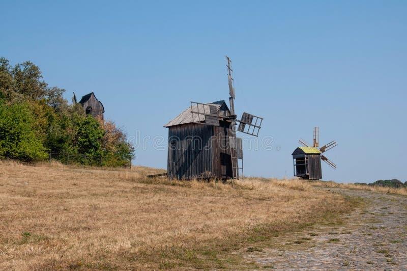Vieux moulin à vent sur le parc image libre de droits