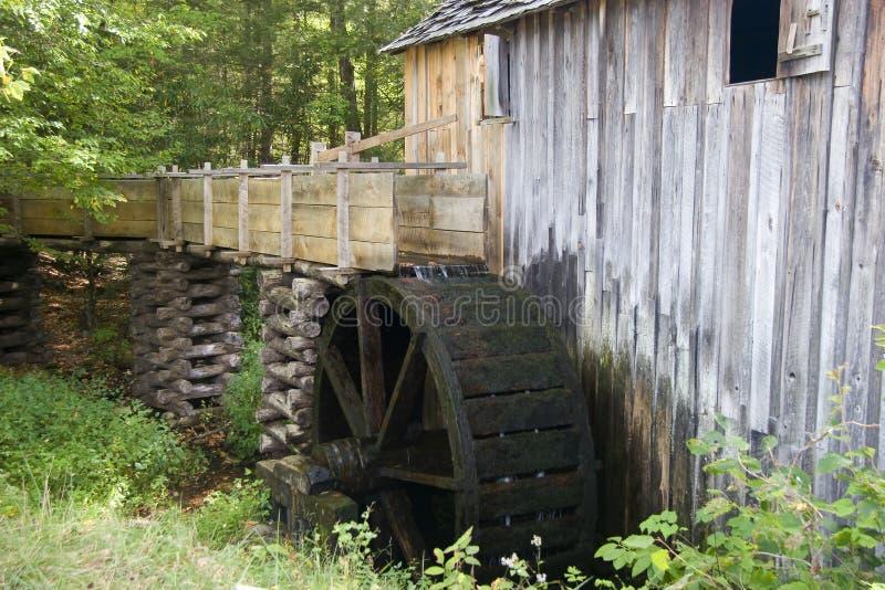 Vieux moulin de blé à moudre photographie stock