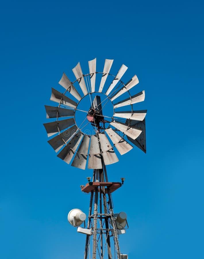 Vieux moulin de vent photos stock
