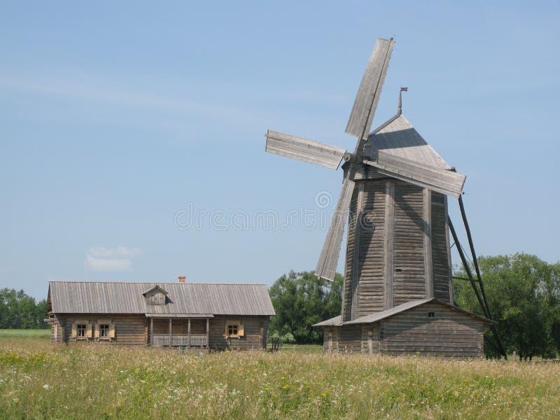Vieux moulin en Russie photographie stock libre de droits