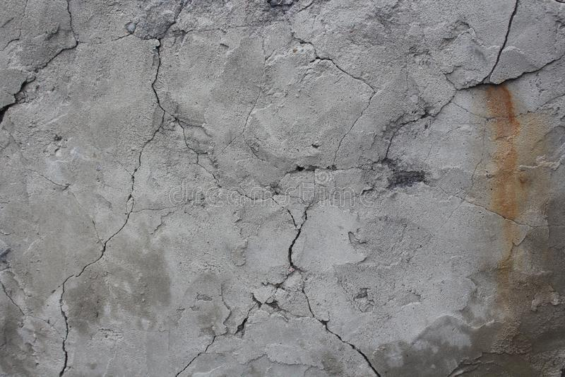 Vieux mur criqu? défauts dans le mur gris image libre de droits
