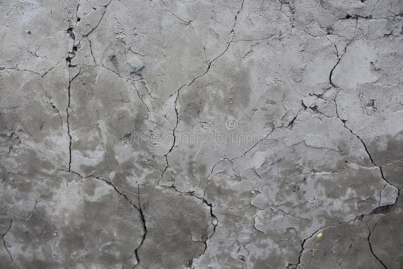 Vieux mur criqu? défauts dans le mur gris un mur cassé tombe en morceaux image stock