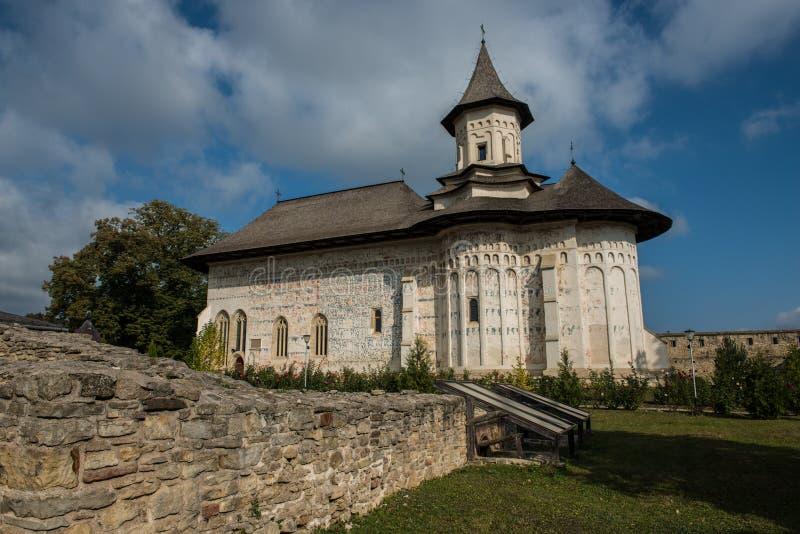 Vieux mur dans le monastère de Probota images stock