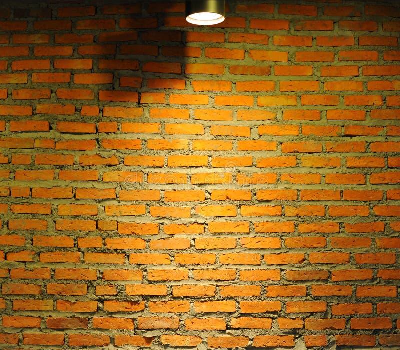 Vieux mur de briques avec la lampe photographie stock libre de droits