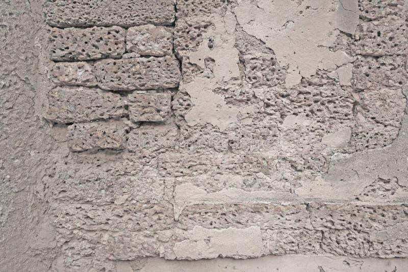 Vieux mur de briques ou pierre blanc de latérite photo libre de droits
