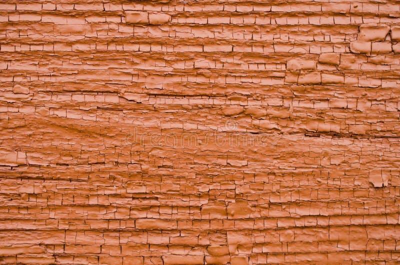 Vieux mur en bois avec la peinture orange-foncé criquée photo stock