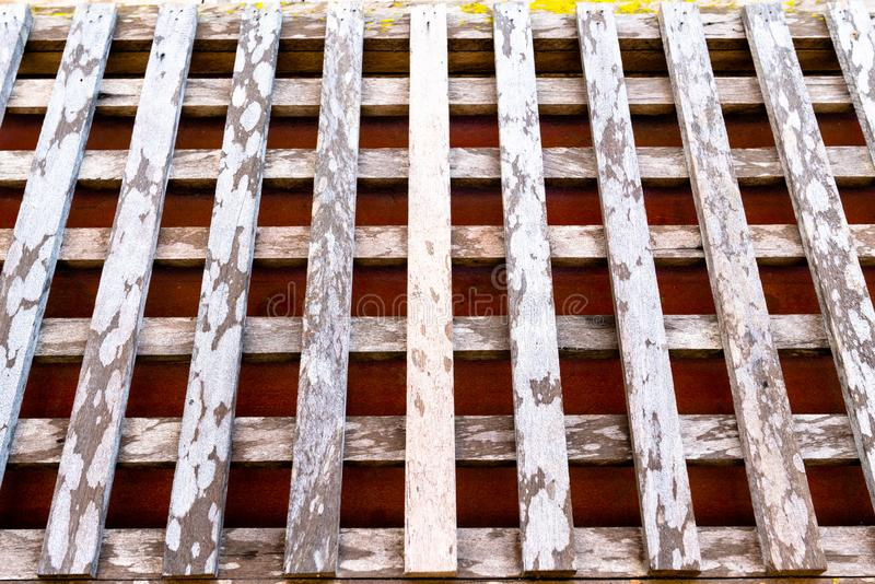 Vieux mur en bois dans le modèle de trellis avec la texture approximative 2 image libre de droits