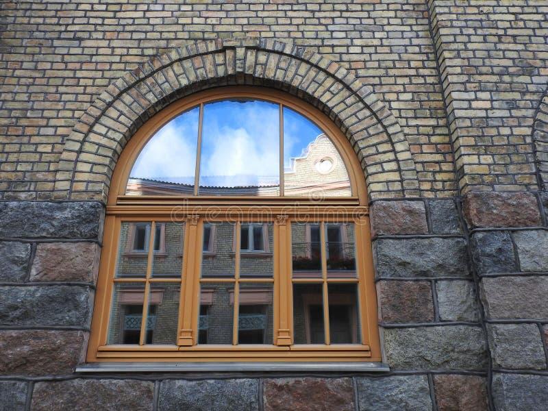 Vieux mur et fenêtre à la maison image libre de droits