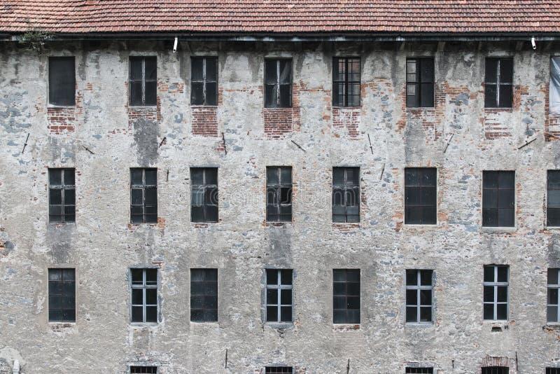 Vieux mur externe d'usine ou d'entrepôt image stock