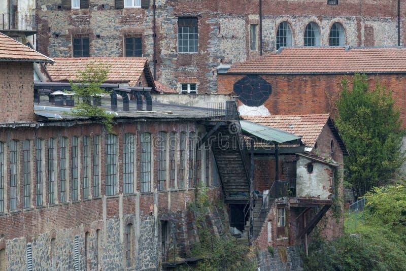 Vieux mur externe d'usine ou d'entrepôt image libre de droits