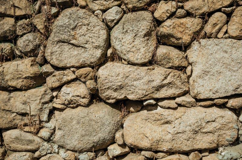 Vieux mur fait de pierres rugueuses photo stock