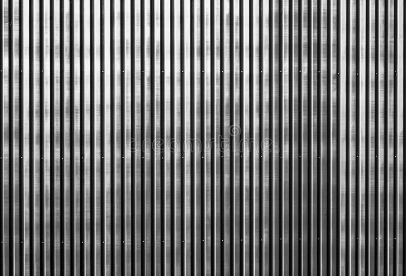 Vieux mur ondulé rouillé en métal d'un bâtiment de grange images stock