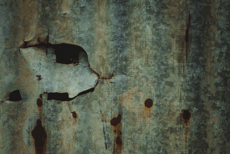 Vieux mur ondulé rouillé en métal de zinc de bidon dans le ton de vintage image stock