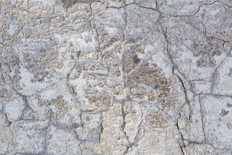 Vieux mur sale avec des failles photos stock
