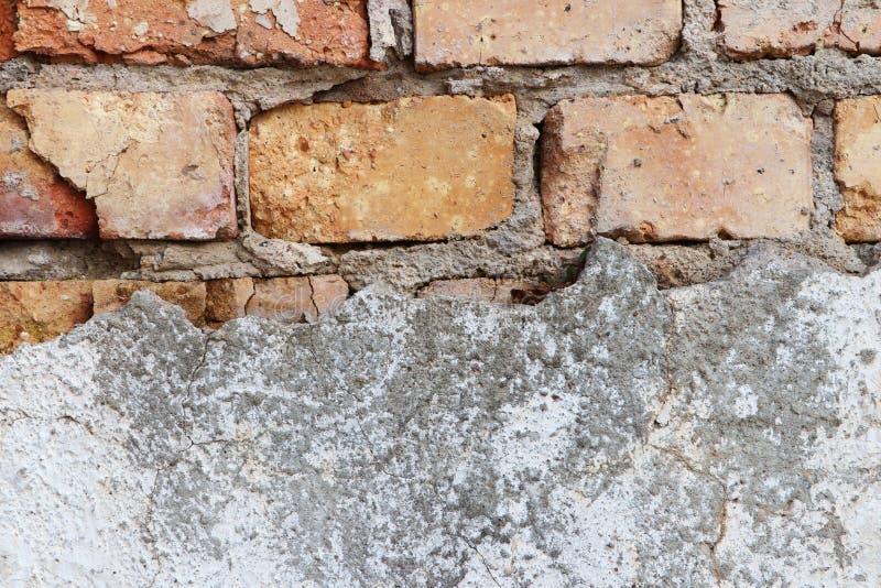 Vieux mur sale grunge avec la structure de brique pour le fond images libres de droits
